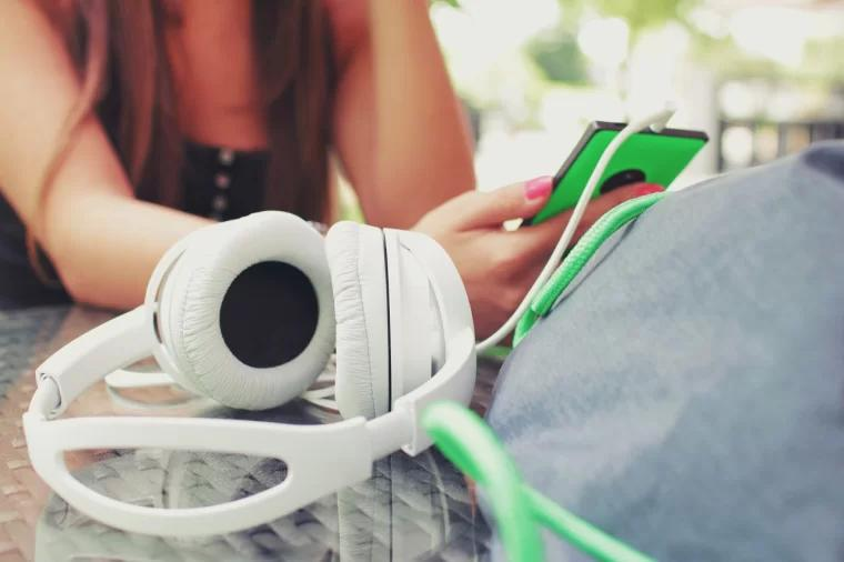 headphone smartphone earphone music