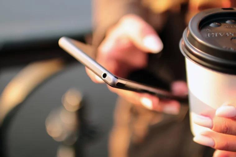 咖啡与智能手机