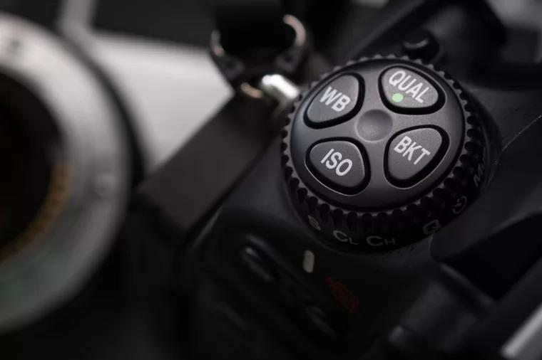 ISO 按钮