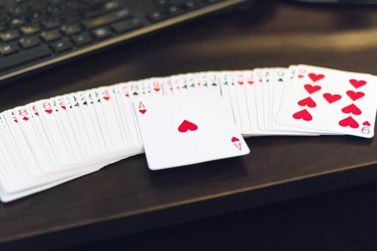 棋牌 pokers